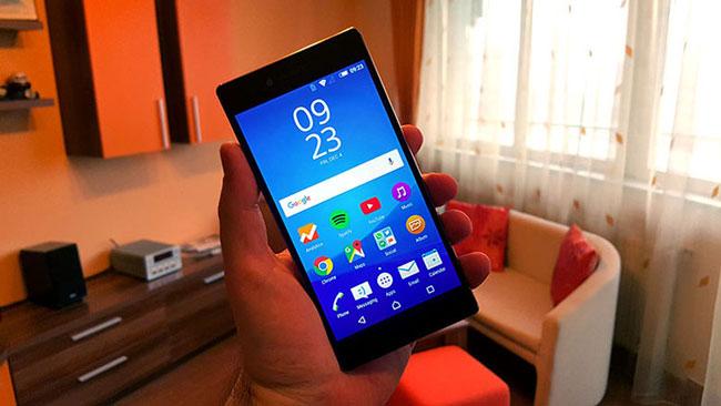 Sony-Xperia-Z5-Premium-in-hand