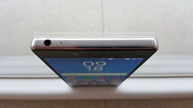 Sony-Xperia-Z5-Premium-top